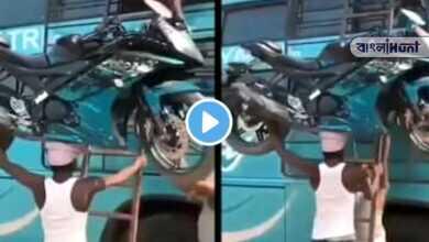 Photo of viral video: মাথায় বাইক নিয়ে তড়তড়িয়ে উঠছেন বাসের সিঁড়ি বেয়ে! ঠিক যেন সেলুলয়েডের বাহুবলি