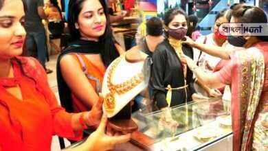Photo of লক্ষ্মীবারে দারুণ পতন স্বর্ণবাজারে, নিম্নগামী সোনার দাম দেখে মুখে হাসি মধ্যবিত্তের