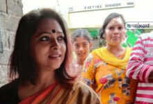 Photo of ভোটে হেরেও দলীয় কর্মীদের পাশে অভিনেত্রী অঞ্জনা বসু, করছেন খাবারের বন্দোবস্ত