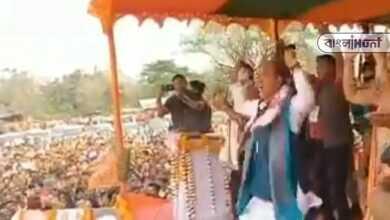 Photo of নির্বাচনী প্রচারে বেরিয়ে মঞ্চে গানের তালে নাচলেন বিজেপি আর কংগ্রেসের নেতা, ভাইরাল হল ভিডিও