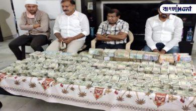Photo of ১ কোটি ১০ লক্ষ টাকা ঘুষ নিতে গিয়ে হাতেনাতে ধরা পড়লেন হায়দ্রাবাদের কর্মকরতা, ভাইরাল হল ছবি
