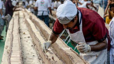 Photo of দীর্ঘতম কেক বানিয়ে বিশ্বকে চমকে দিল ভারতীয় রাঁধুনিরা