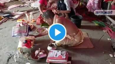 Photo of ভাঙাচোরা মূর্তিকে পুজো করছেন পুরোহিত, বাংলাদেশের ভাইরাল ভিডিও দেখে চোখে জল নেটিজেনদের