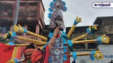 Photo of কলকাতার খুঁটি পুজোতে দেখা গেল দূর্গা মায়ের মুখে রূপোর মাস্ক, দশহাতে রয়েছে স্যানেটাইজার