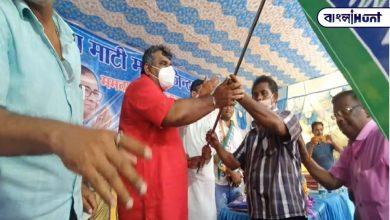 Photo of তৃণমূল মঞ্চে ধ্বনিত হল 'ইনকিলাব জিন্দাবাদ', ধমক খেতেই বদলে গেল 'বন্দে মাতরম' শ্লোগানে